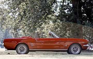 Ford Mustang 65 convertible side
