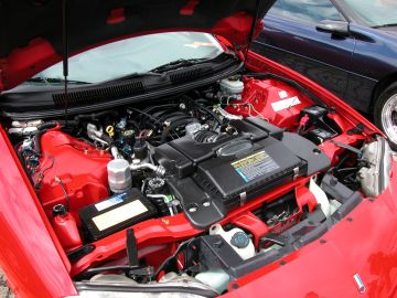 GM stock 5.7L LS1 V8 engine that outputs 305hp