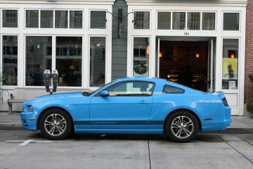 Blue Ford Mustang 2013
