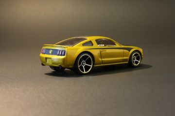 Hot Wheels 2005 Ford Mustang - Treasure Hunt - rear